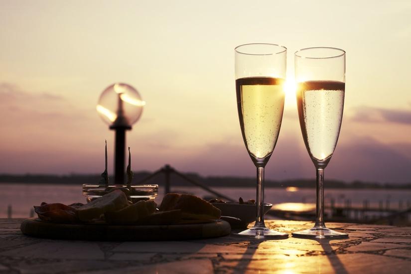 romantic-sun-drink-date-large